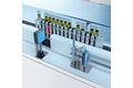 Identificación de códigos en estantes y medición del nivel de tubos de ensayo en analizadores de una sola pista