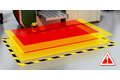 Dynamic hazardous point protection at the sliding table
