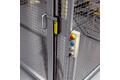 Koruma kapılarında güvenli kilitlemeli sviç ve acil stop butonu