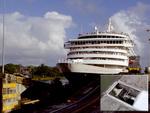 Detecting ships at lock gates