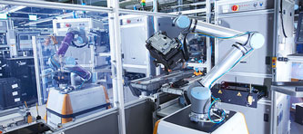Cobots Claus et Clara de Continental : la robotique collaborative en toute sécurité avec SICK