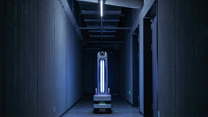 Equipped with a nanoScan3, the ARIS-K2 moves safely around the room like a mobile platform.