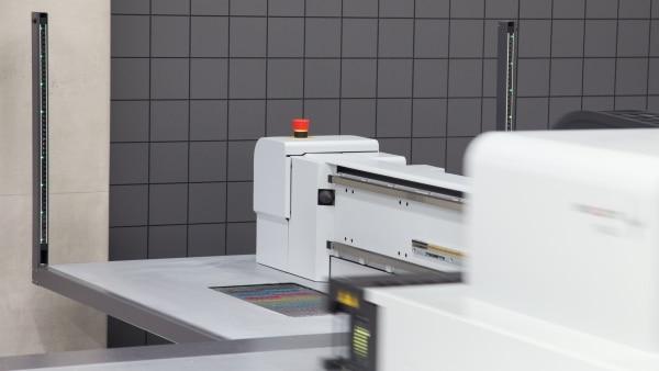 Lichtvorhänge MiniTwin im Einsatz bei Großformatdruckern