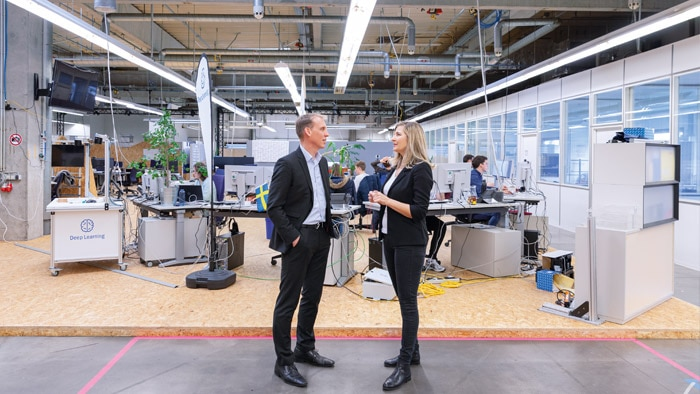Marcus Neubronner (left) together with our editor Melanie Jendro in the Start-up Arena, a former production hall of SICK AG