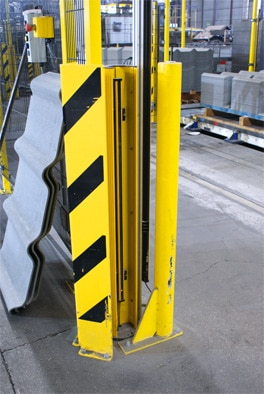 The area where the forklift places the pallets on a roller conveyor is protected by deTec safety light curtains